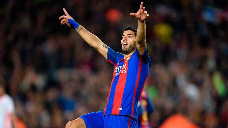 ¡Luis Suárez empató tras un saque de banda de Neymar!