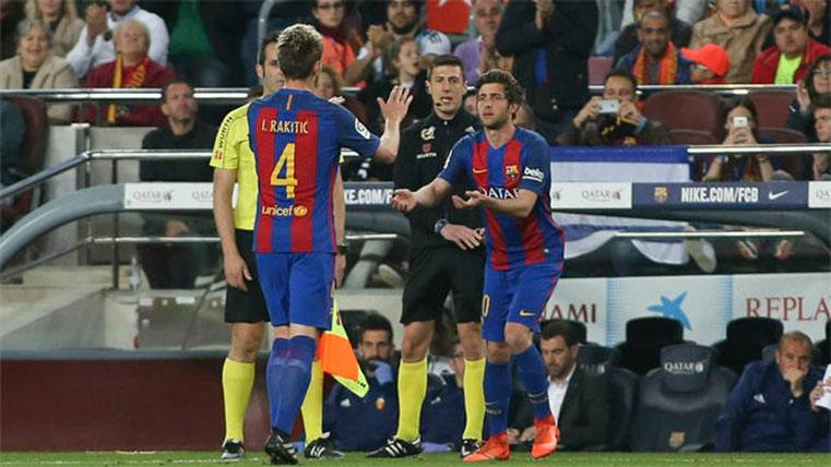 Recibimiento de héroe a Sergi Roberto por parte del Camp Nou