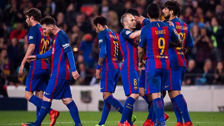 André Gomes celebra su gol junto al resto del Barça ante el Valencia CF