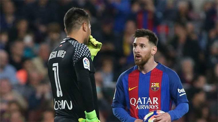 Diego Alves y Leo Messi se pican antes del penalti