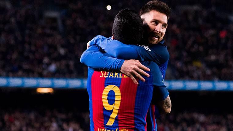 Leo Messi celebra junto a Luis Suárez un gol ante el Valencia