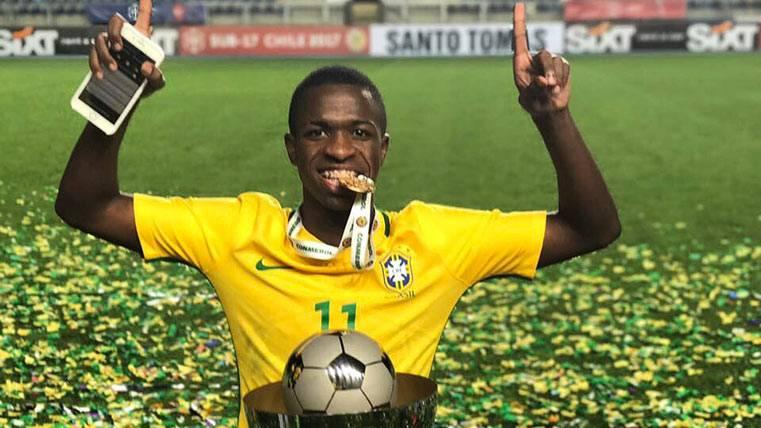 Vinicius Jr celebra el Sudamericano sub 17 obtenido con Brasil