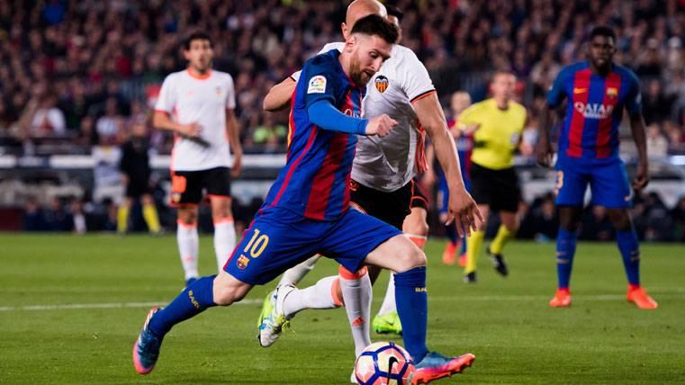 Leo Messi celebra uno de sus goles ante el Valencia