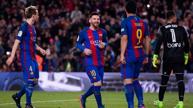 Leo Messi, celebrando el penalti endosado a Diego Alves en el Camp Nou
