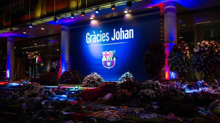 Homenaje del FC Barcelona a Johan Cruyff en los aledaños del Camp Nou
