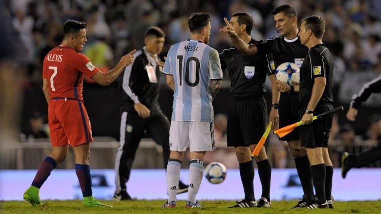 ¿A qué se debió el tremendo cabreo de Messi con el árbitro?