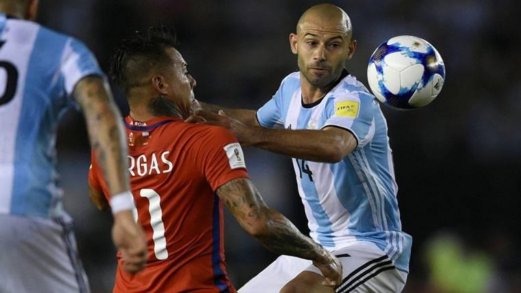Mascherano no podrá jugar ante Bolivia y vuelve a Barcelona