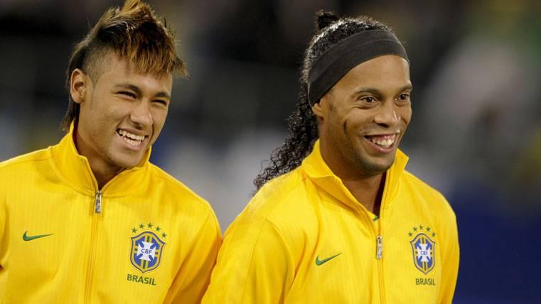 Ronaldinho, quien más confía en el Balón de Oro de Neymar