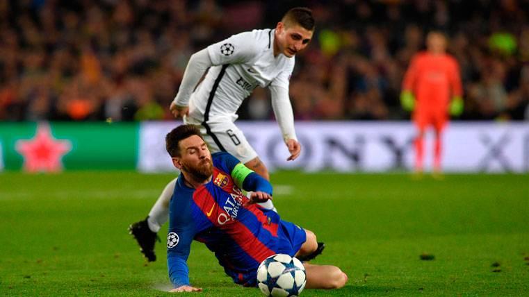 Marco Verratti, luchando por un balón con Leo Messi