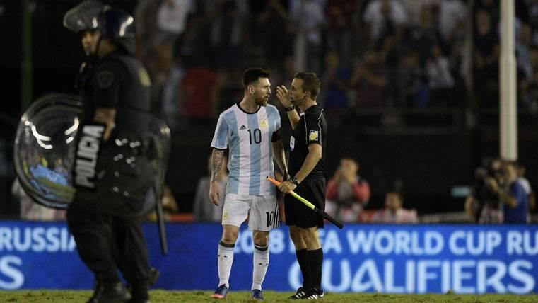 POLÉMICA: ¡Aseguran que la FIFA puede sancionar a Messi!