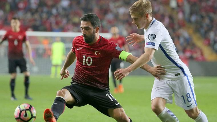 Preocupación en el Barça por el estado físico de Arda Turan