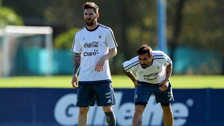 """Kempes defiende a Messi en Argentina: """"Para amigos así..."""""""