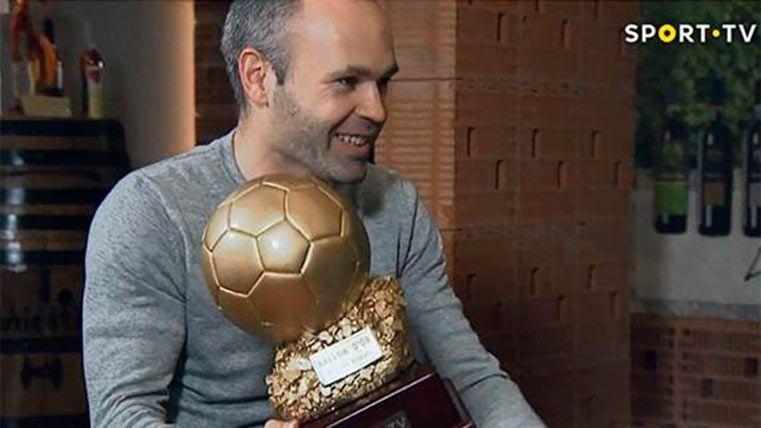 ¡Le dan a Iniesta el Balón de Oro que no ganó en 2010!
