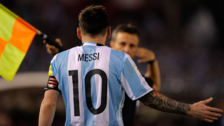 "Carta de defensa de Messi tras la sanción: ""No ofendí al asistente"""