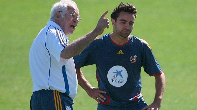 Xavi Hernández junto a Luis Aragonés, uno de los entrenadores que más le han marcado