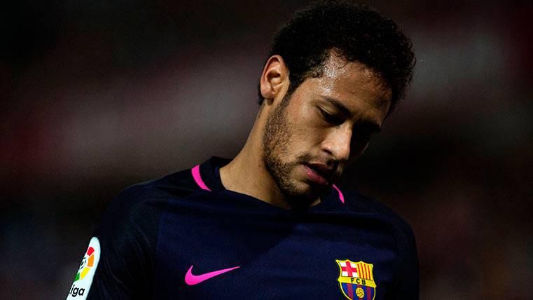Los curiosos problemas de Neymar Júnior con sus botas