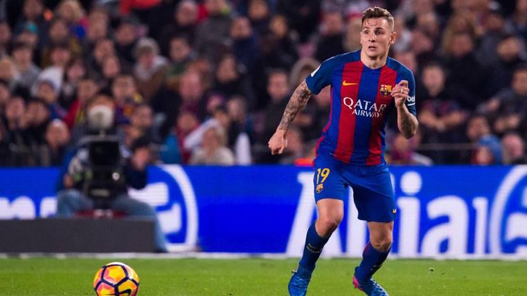 MISSING: Digne lleva más de un mes sin jugar con el Barça