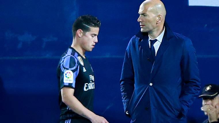 El divorcio de James Rodríguez con Zidane enciende al Madrid