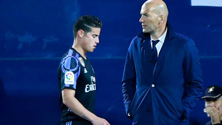 Manchester United y Real Madrid vuelven a discutir por James