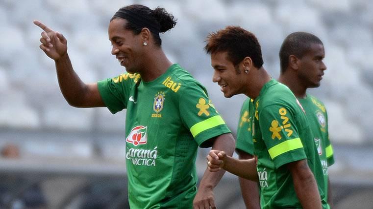 Ronaldinho se apunta al Balón de Oro para Neymar Júnior