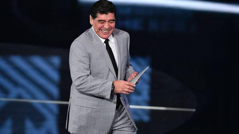 ¡Maradona alude al Barça en su conflicto con Konami!