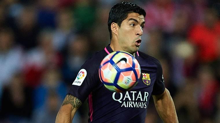 SUSTO: Luis Suárez cojeó ante el Málaga en la primera parte
