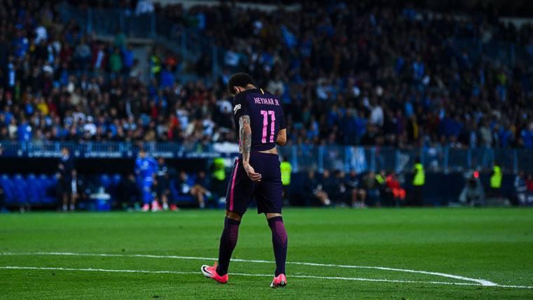 Neymar Júnior abandonado La Rosaleda tras ser expulsado