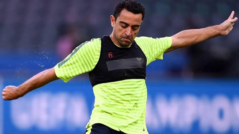 """Xavi aprieta: """"Dybala encajaría perfectamente en el Barça"""""""