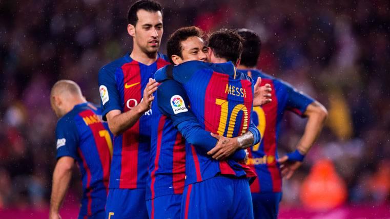 El FC Barcelona, celebrando un gol con la presencia de Busquets y Neymar