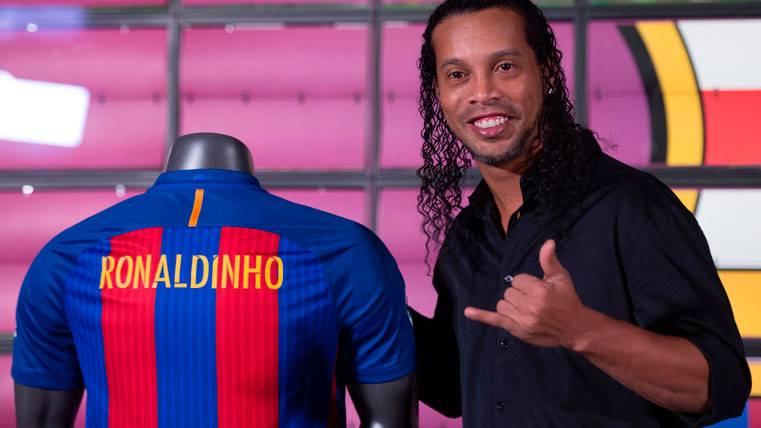 """Ronaldinho Gaúcho se """"apunta"""" dos equipos más a su historial"""