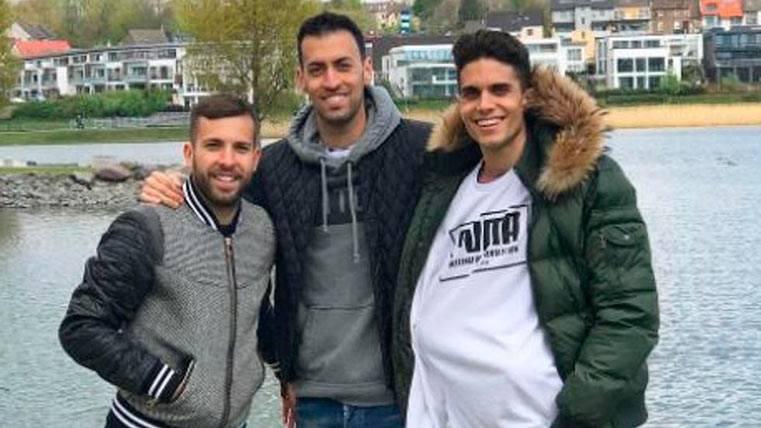 Bartra, emocionado tras la visita de Jordi Alba y Sergio Busquets
