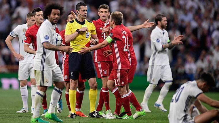 El Bernabéu presenció feliz el robo del siglo en Champions