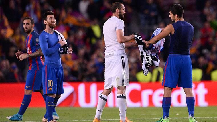Luis Suárez y Giorgio Chiellini se intercambiaron las camisetas