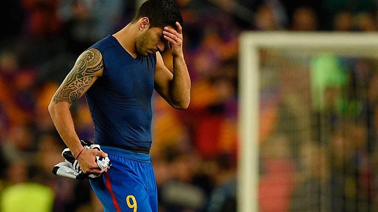 Luis Suárez, cabizbajo tras acabar eliminado en el Barça-Juventus