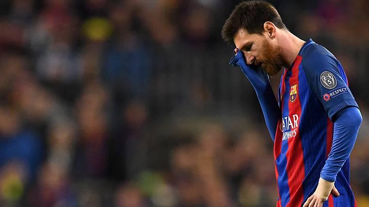 Leo Messi se lamenta tras caer en los cuartos de Champions con el Barça