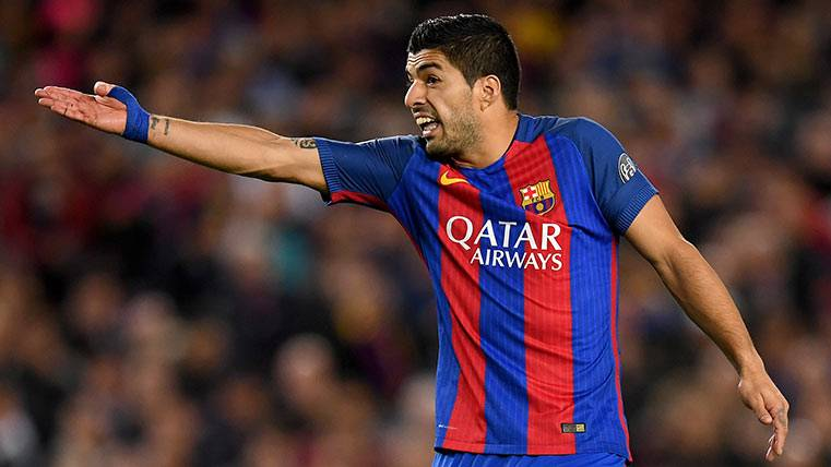 Luis Suárez protestando airadamente durante el FC Barcelona-Juventus