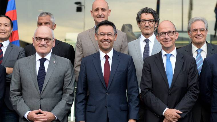La directiva del FC Barcelona se toma su tiempo sobre el próximo entrenador