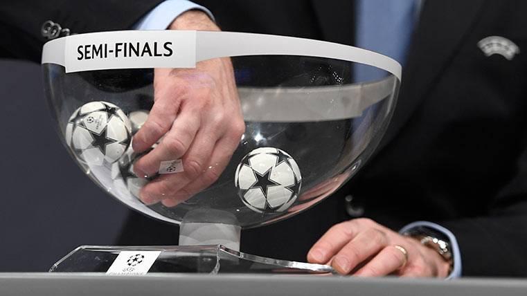 El sorteo de las semifinales de Champions League, acusado de tongo desde Madrid