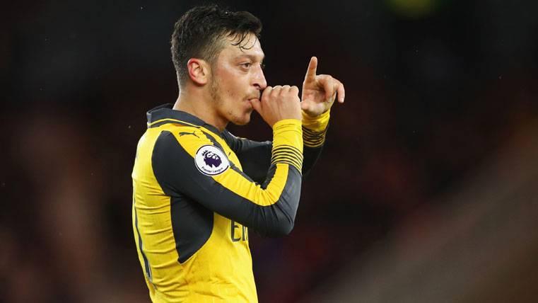 """Özil: """"Estuve en Barcelona y no me impactó emocionalmente"""""""