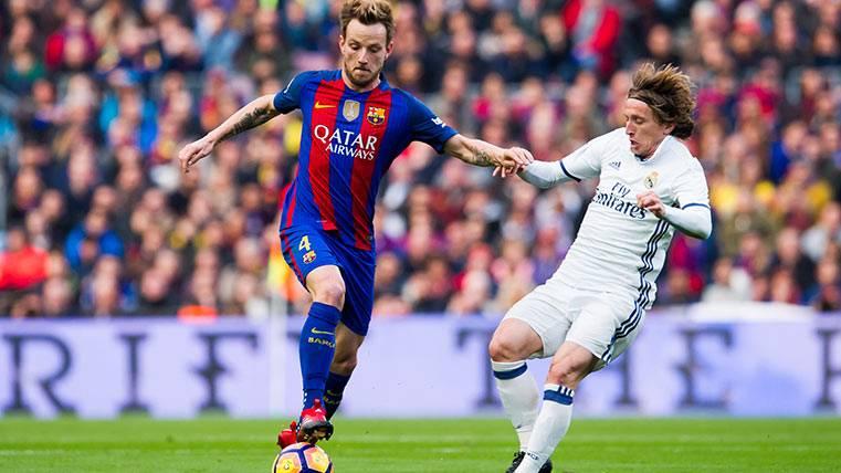 Rakitic y Luka Modric, en el último Clásico Barça-Madrid