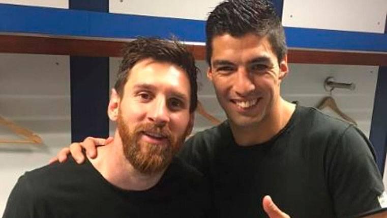 """El vacile de Luis Suárez al """"chaval"""" Messi por sus 30 años"""