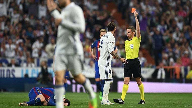 Sergio Ramos ya es el madridista que ha perdido más Clásicos