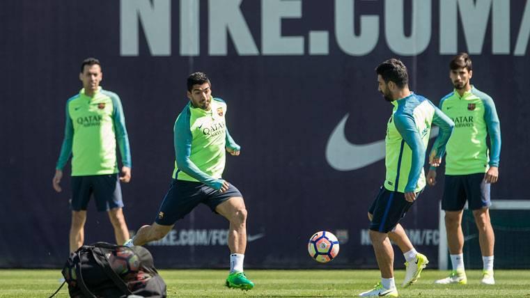 El Barcelona confirma que estudiará ofertas por Arda Turan
