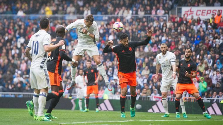 El Madrid jugó con fuego y casi se quema ante el Valencia