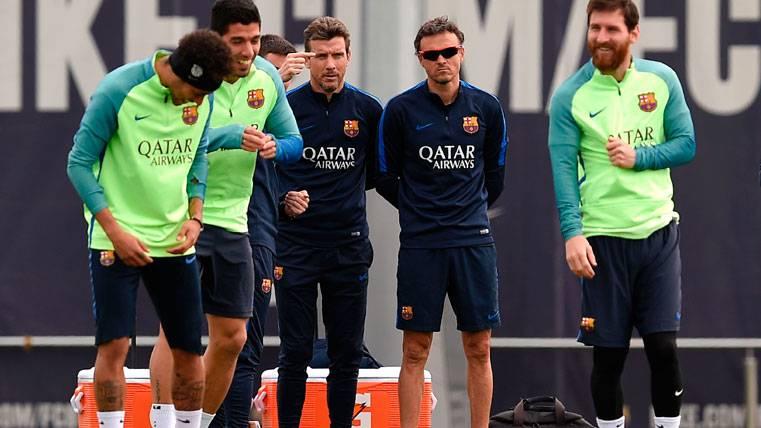Risas y tranquilidad: Unzué y Neymar hacen las paces