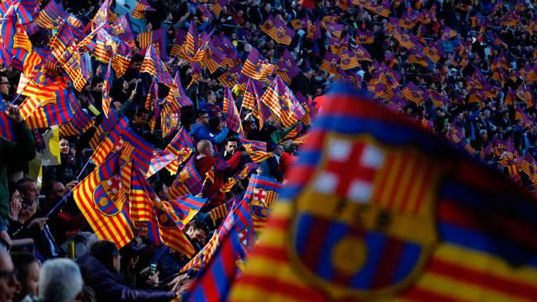 La afición del FC Barcelona, animando en el Camp Nou