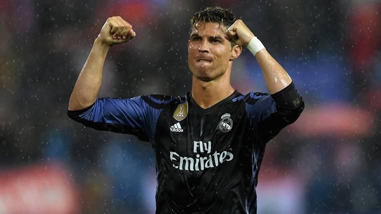 Cristiano Ronaldo, celebrando la clasificación del Real Madrid