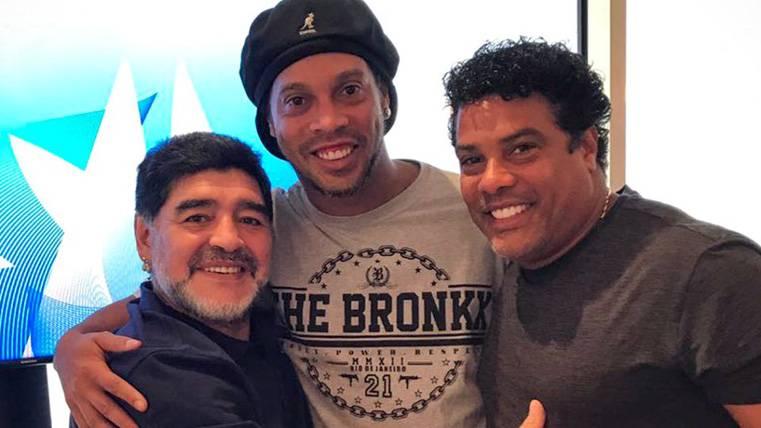 Locura en Bahréin con la llegada de Ronaldinho y Maradona