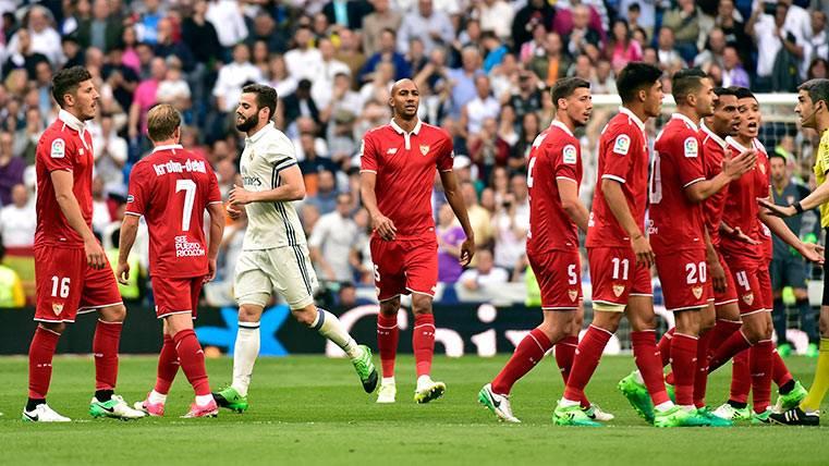 Polémico gol del Real Madrid para adelantarse al Sevilla
