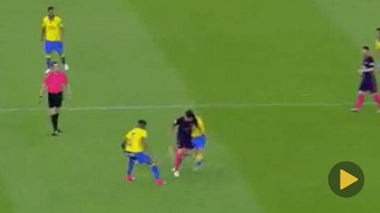 """Brutal """"taconazo"""" de Busquets en el primer gol de Neymar"""